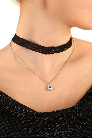 Women's black lace choker combined with chain and pendant. Adjustable size thanks to extension chain. Length: 34 cm + 7 cm.