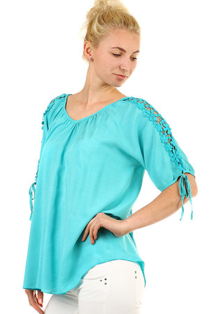 Elegant ladies summer top loose fit with sleeves. Clamp neckline. Slightly extended back. Thanks to free cut suitable for
