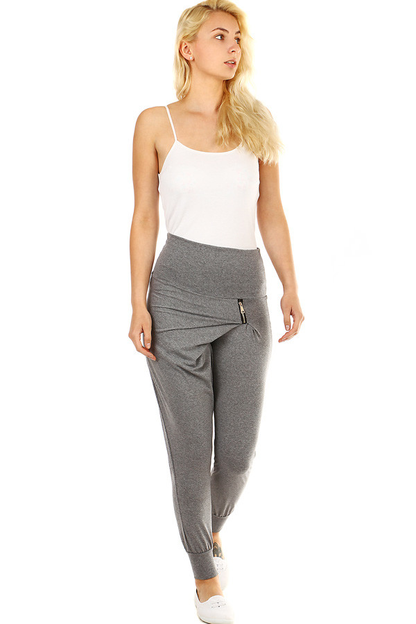 Women's tight-fitting tracksuit