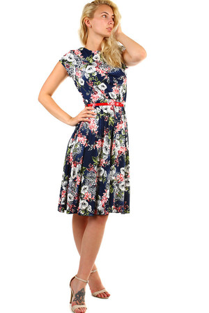 Women's patterned dress in retro style, short sleeves and loose-fitting A-skirt. Rubber waist and red lacquered belt. Up to