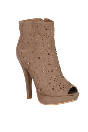 Fashionable women's boots with flint application. Material: upper: artificial suede, insole: synthetic mat