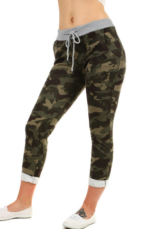 Stylish women's tracksuit with camouflage pattern, shortened. Elastic rubber at the waist and drawstring lace. Material : 95%