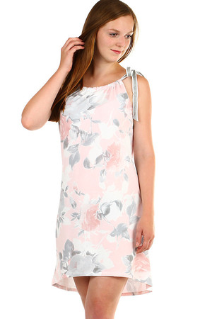 Short women's dress with floral print and adjustable straps. The back is slightly elongated. Material: 95% cotton, 5%