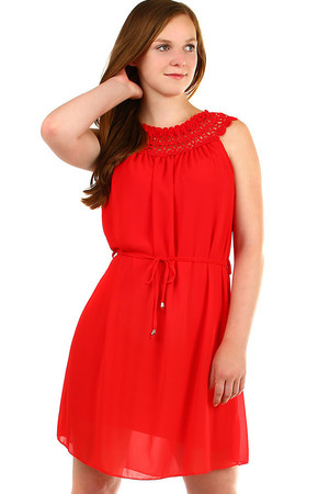 Short women's chiffon dress with lace in the neckline. Material: 95% polyester, 5% elastane. Import: Italy