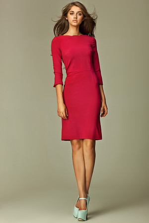Women's midi dress with three-quarter sleeve. Hidden zip fastening on back. The sleeves have a small slit. Minimalist fitting