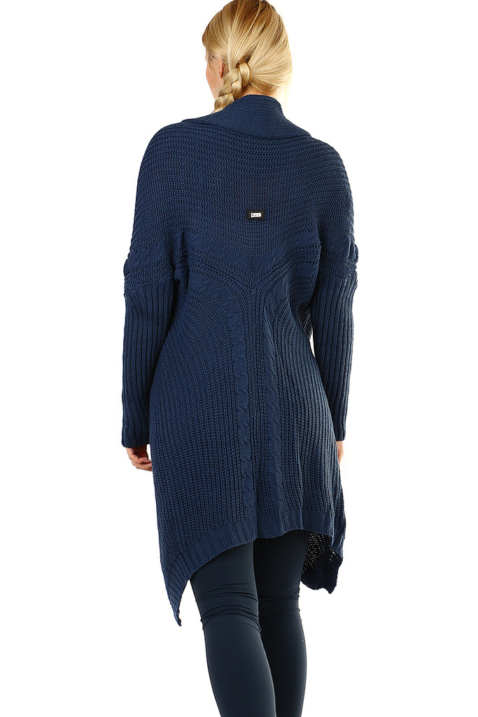Long knitted sweater without fastening