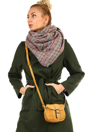 Maxi scarf with checkered pattern square shape made of warm material suitable for cold weather warm, pleasant material the