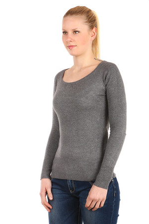 Women's elegant long sleeve sweater. Single color design without fastening and without pockets. Round neck without