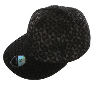 Beautiful cap with a pattern over the entire surface. Size - Circumference: S - 58cm M - 58cm L - 59cm Material: 100%