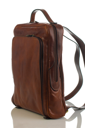 Practical leather backpack in a classic look the main compartment is zipped in the interior is a single space to fit the A4