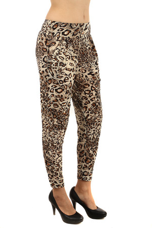 Women's pants with animal pattern and pockets. Modern cut. Can also be worn as 3/4 pants. Pleasant, lightweight material.