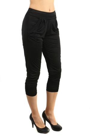 Smooth women's modern 3/4 pants with pockets on the side. Fashion cut. Material: 75% cotton, 20% polyamide, 5% elastane