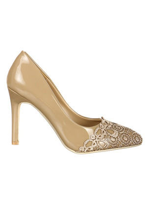 Classic women's pumps in shiny finish. The lace application gives the shoe a unique, exclusive look. Material: synthetic