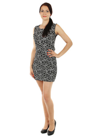 Interesting dress with ornamental print and lace at the back. Cut flattering figure. Import: Italy Material: 95% viscose, 5%