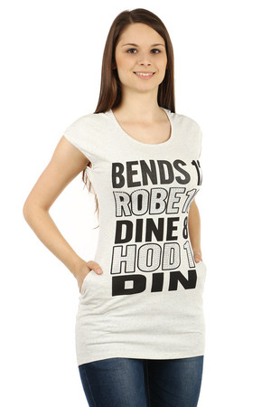 Women's cotton shirt in extended length. The monochrome t-shirt has a distinctive stone sign on the front. Back without