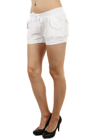 Stylish shorts with front pockets. Drawstring. Material: 100% cotton