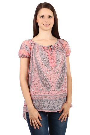 Comfortable women's blouse with unusual motif. The cut flatters the figure. Transparent lace on sleeves. Drawstring neckline.