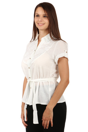 Women's blouse with lace and belt. Button fastening. The collar is decorated with rhinestones. Material: 100% cotton