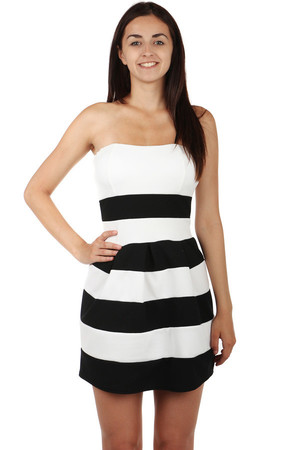 Fashionable striped dress with a slightly pleated skirt. Narrow adjustable straps. Zippered at the back. Import: Italy