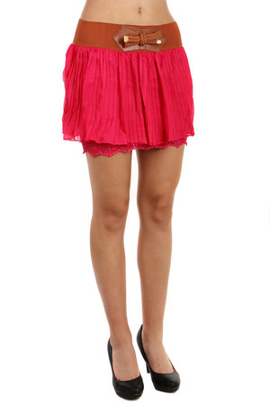 Short ladies skirt with elastic waist and lace petticoat. Material: 95% polyester, 5% elastane.