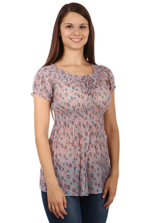 Romantic ladies blouse with soft floral design and short sleeves. Material - flexible, slightly translucent. Material: 70%