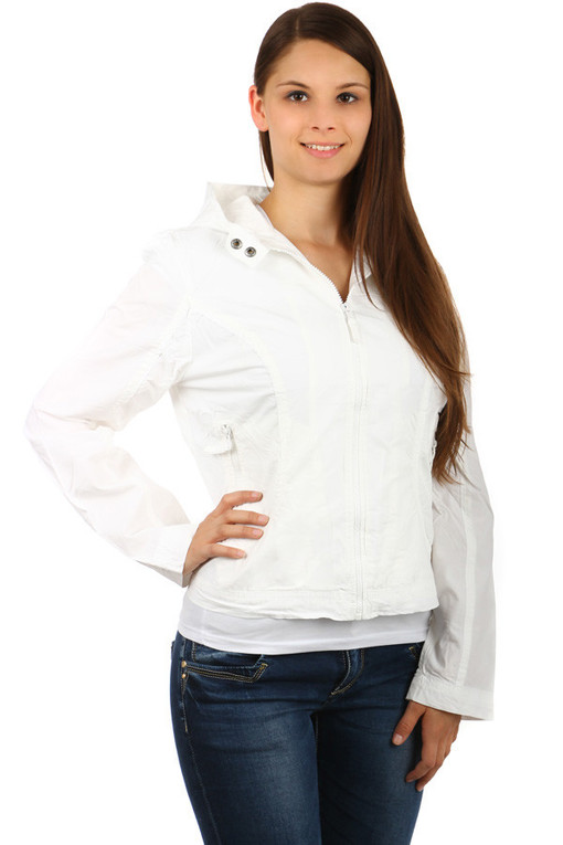 Short women's jacket with hood