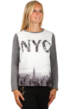 Elegant sweatshirt with modern print. Inscription with animal pattern in front. Solid color back. Material: 65% cotton, 30%