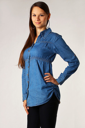 Women's long sleeved denim shirt. Button fastening. On the sides and around the chest elastic. Possibility of shortening