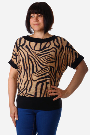 Classic ladies airy blouse. With a modern ribbed pattern. Thanks to the loose fit, suitable for a full-bodied figure. Design