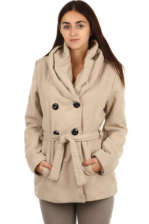 Women's winter jacket with collar. Front pocket. Button fastening and waist belt. Design without hood. Material: 50%