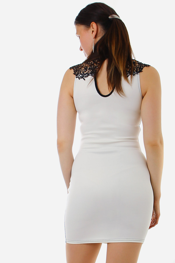 Black-white dress slimming effect