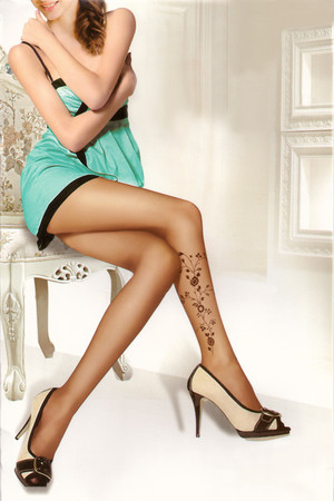 Fashion tights in three designs and two shades. Universal size. Material: 85% polyamide, 15% elastane.