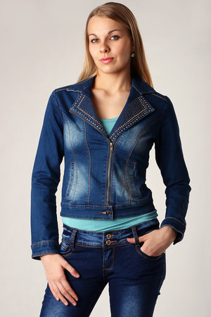 Women's denim jacket with studs. A jacket-like cut. Suitable for spring, summer and autumn. Material: 98% cotton, 2%